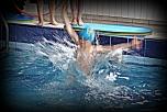 Így úszunk mi...